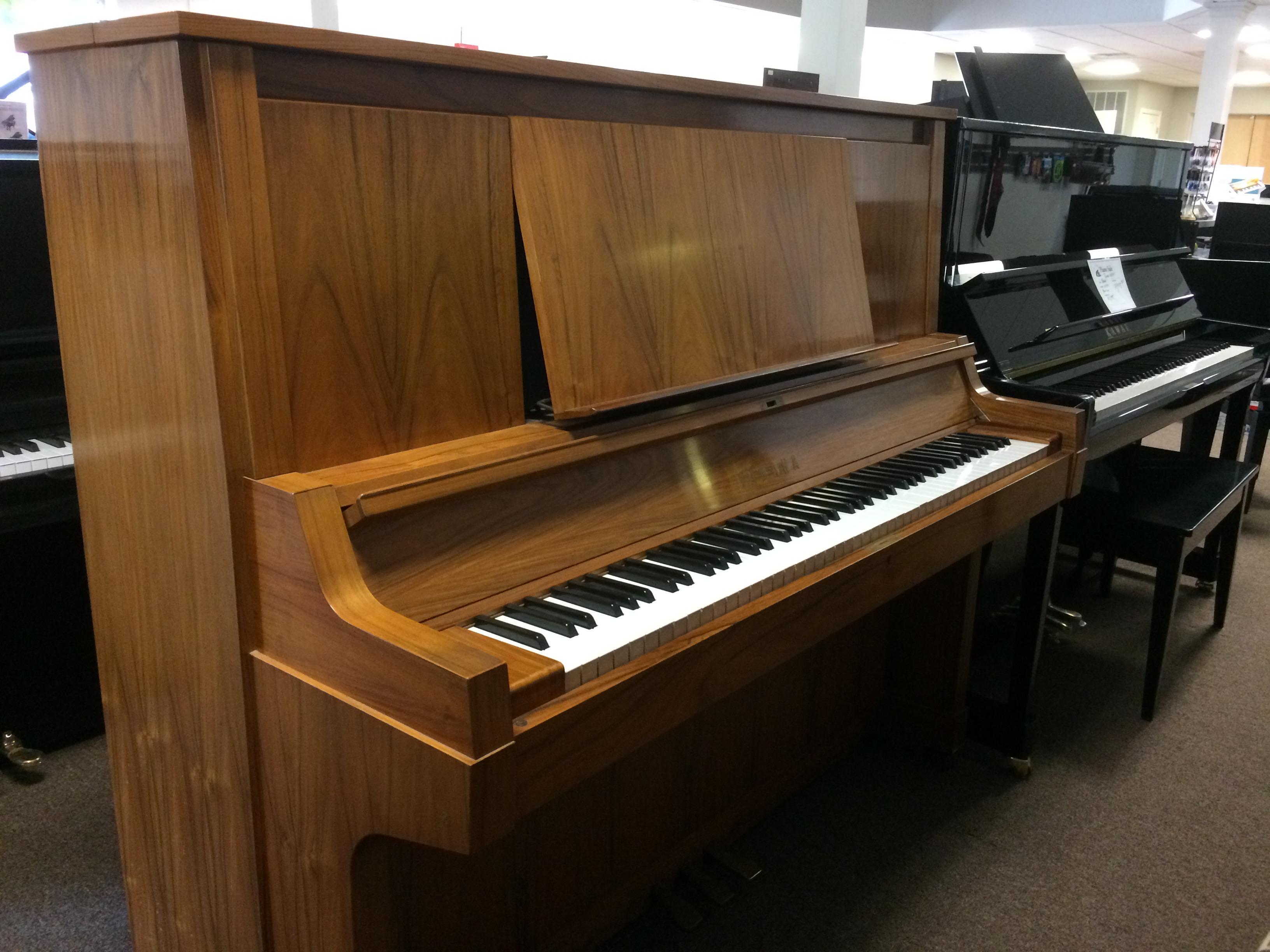 Pre owned rare yamaha u2 with exotic walnut case 5 400 for Yamaha u2 piano